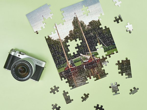 Photo Jigsaw on green.jpg